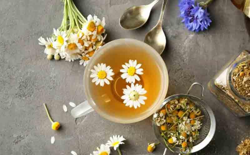 Trà hoa cúc sẽ thức uống chữa ợ hơi liên tục. (Ảnh: Internet).